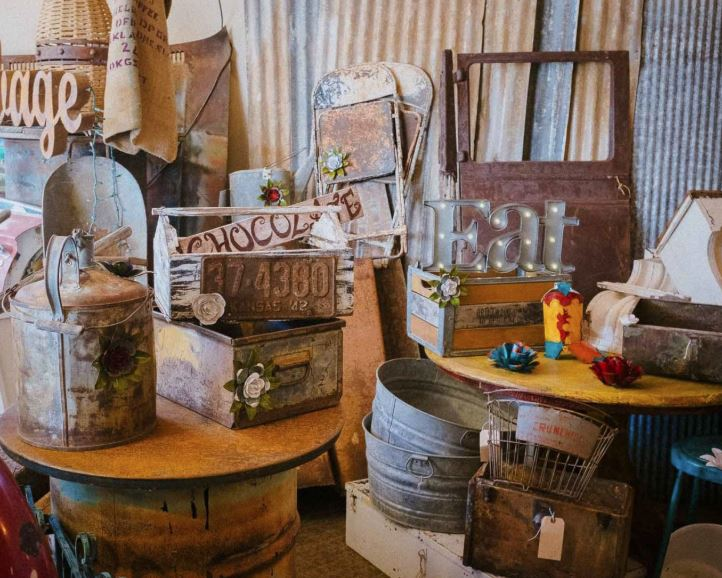 Shabby chic furnishings and decor 2018